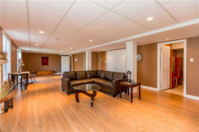 Detached at 15 Pace Cres, Bradford West Gwillimbury, Ontario. Image 3
