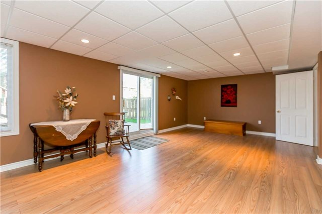 Detached at 15 Pace Cres, Bradford West Gwillimbury, Ontario. Image 4