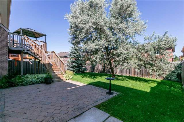 Detached at 15 Pace Cres, Bradford West Gwillimbury, Ontario. Image 8