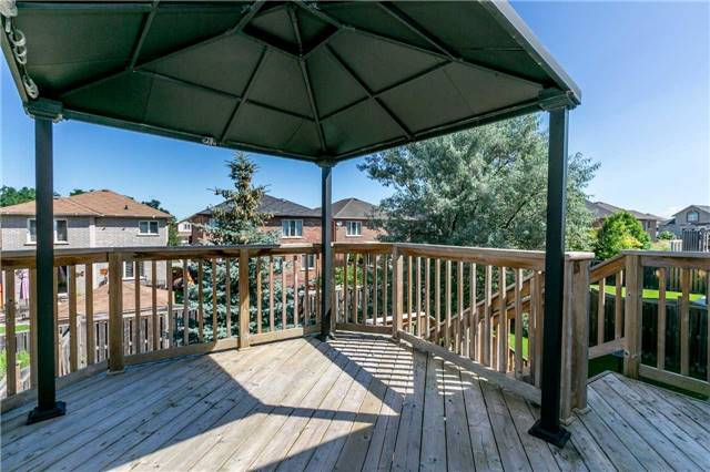 Detached at 15 Pace Cres, Bradford West Gwillimbury, Ontario. Image 9