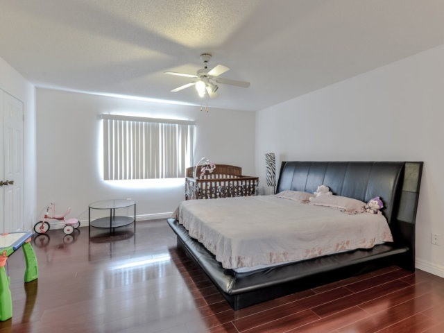 Link at 35 Laird Dr, Markham, Ontario. Image 2