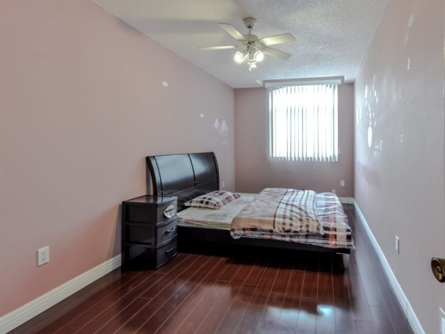 Link at 35 Laird Dr, Markham, Ontario. Image 3