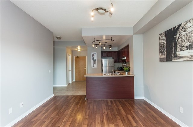 Condo Apartment at 1 Maison Parc Crt, Unit 303, Vaughan, Ontario. Image 14