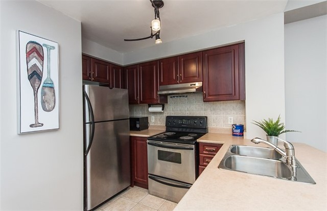 Condo Apartment at 1 Maison Parc Crt, Unit 303, Vaughan, Ontario. Image 15