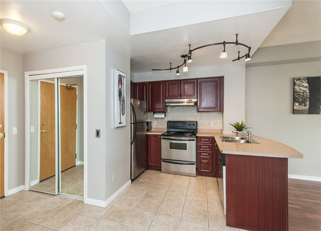 Condo Apartment at 1 Maison Parc Crt, Unit 303, Vaughan, Ontario. Image 16