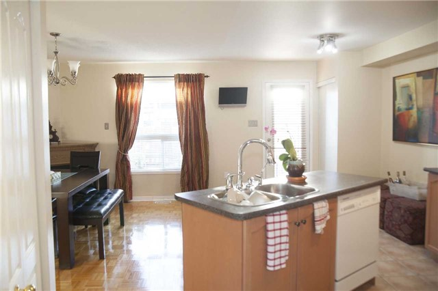 Townhouse at 9130 Dufferin St, Vaughan, Ontario. Image 11