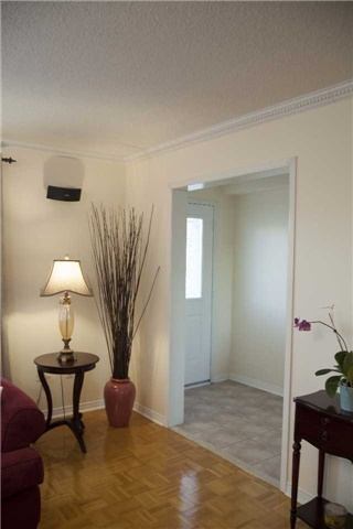 Townhouse at 9130 Dufferin St, Vaughan, Ontario. Image 15