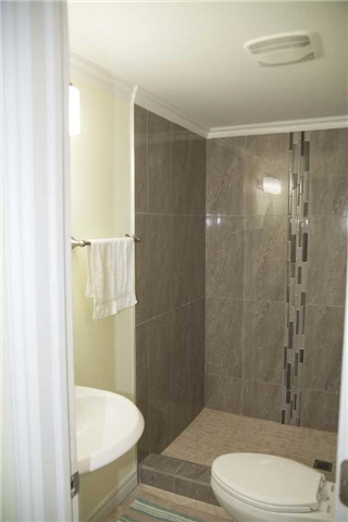 Townhouse at 9130 Dufferin St, Vaughan, Ontario. Image 5