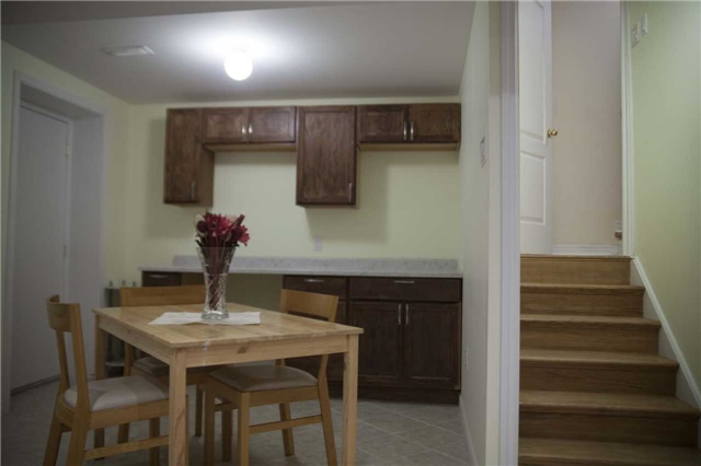 Townhouse at 9130 Dufferin St, Vaughan, Ontario. Image 6
