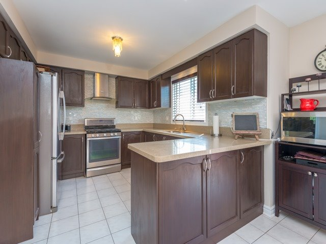 Detached at 3 Brookwood Dr, Richmond Hill, Ontario. Image 18