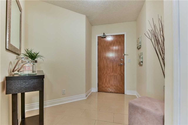 Condo Apartment at 75 South Town Centre Blvd, Unit 1208, Markham, Ontario. Image 17