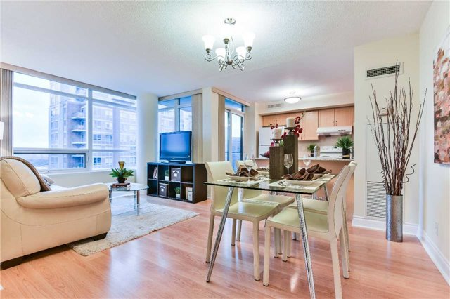 Condo Apartment at 75 South Town Centre Blvd, Unit 1208, Markham, Ontario. Image 18