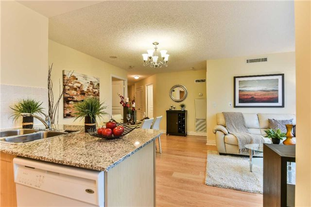 Condo Apartment at 75 South Town Centre Blvd, Unit 1208, Markham, Ontario. Image 4