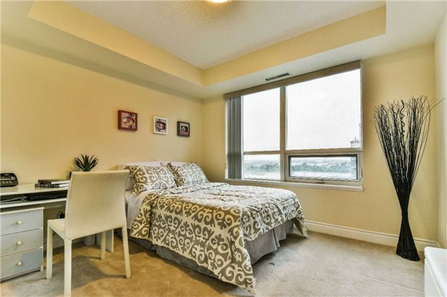 Condo Apartment at 75 South Town Centre Blvd, Unit 1208, Markham, Ontario. Image 8