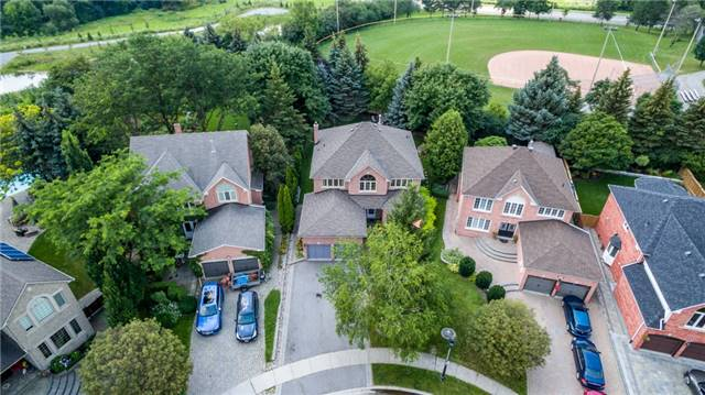 Detached at 558 Lyman Blvd, Newmarket, Ontario. Image 1