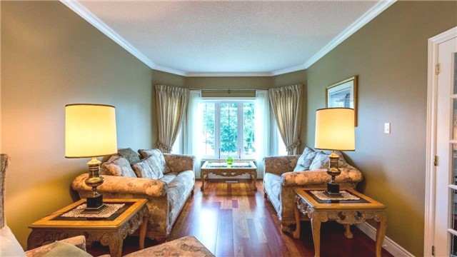 Detached at 558 Lyman Blvd, Newmarket, Ontario. Image 15