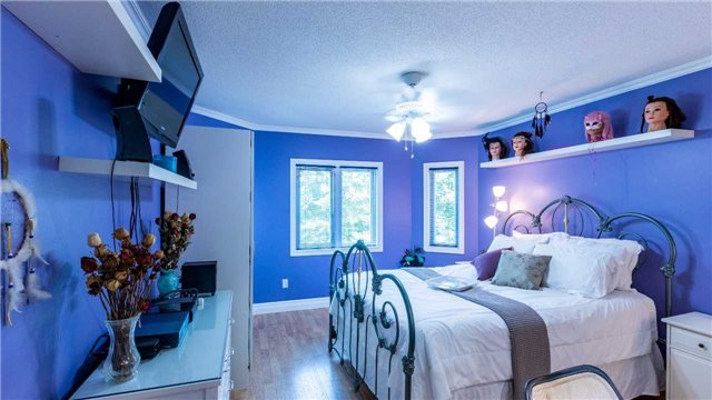 Detached at 558 Lyman Blvd, Newmarket, Ontario. Image 5