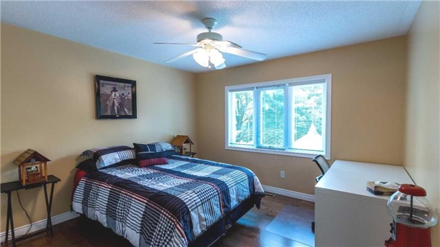 Detached at 558 Lyman Blvd, Newmarket, Ontario. Image 6