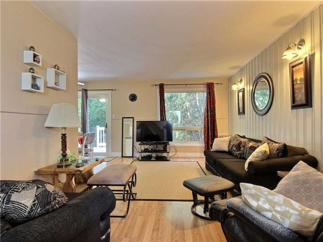 Semi-detached at 101 Crone Crt, Newmarket, Ontario. Image 9