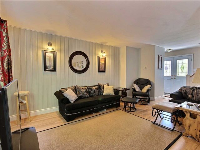 Semi-detached at 101 Crone Crt, Newmarket, Ontario. Image 12