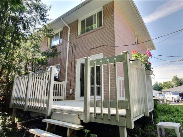 Semi-detached at 101 Crone Crt, Newmarket, Ontario. Image 8