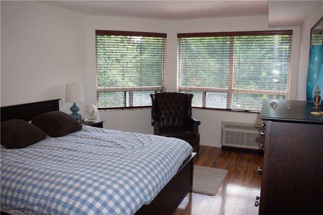 Condo Apartment at 155 Main St N, Unit 338, Newmarket, Ontario. Image 3