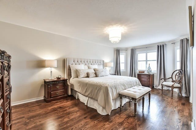 Detached at 64 Outlook Terrace Dr, Markham, Ontario. Image 2