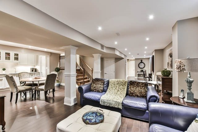 Detached at 64 Outlook Terrace Dr, Markham, Ontario. Image 9