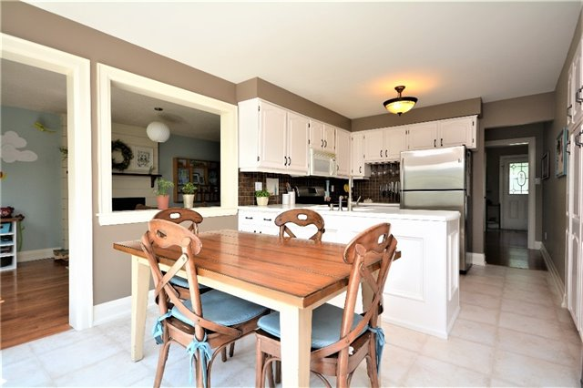 Detached at 1031 Linden St, Innisfil, Ontario. Image 3