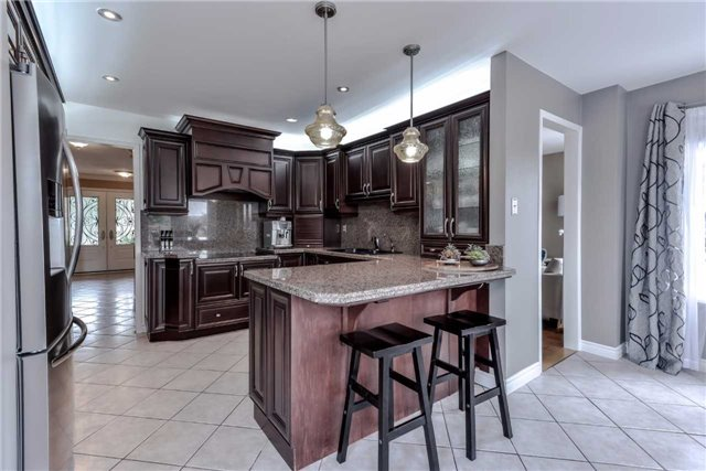 Detached at 444 Glover Lane, Newmarket, Ontario. Image 20