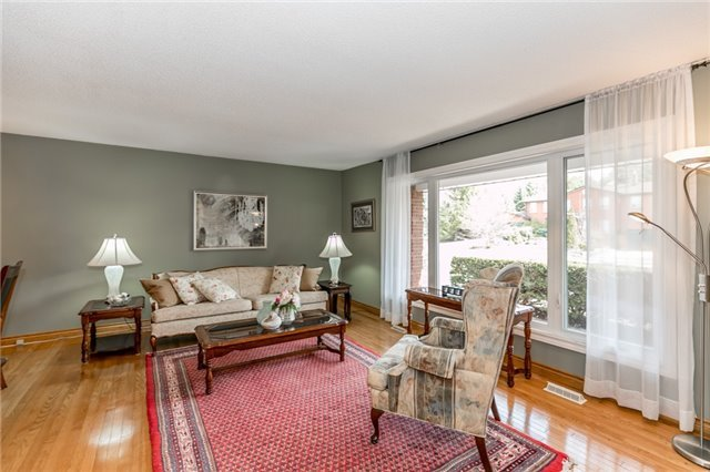 Detached at 52 Cynthia Cres, Richmond Hill, Ontario. Image 12