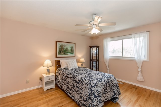 Detached at 52 Cynthia Cres, Richmond Hill, Ontario. Image 2