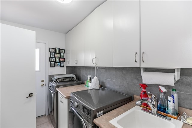 Detached at 52 Cynthia Cres, Richmond Hill, Ontario. Image 5