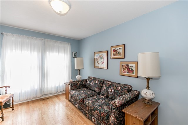 Detached at 52 Cynthia Cres, Richmond Hill, Ontario. Image 6