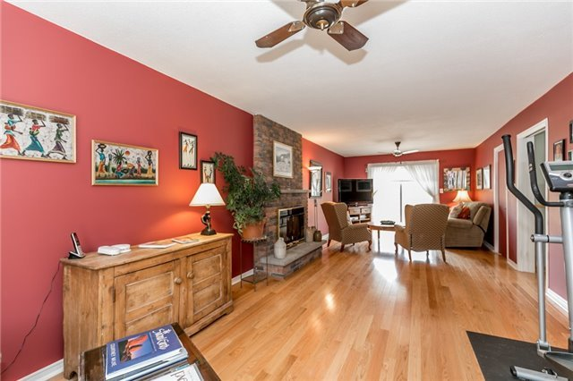Detached at 52 Cynthia Cres, Richmond Hill, Ontario. Image 7