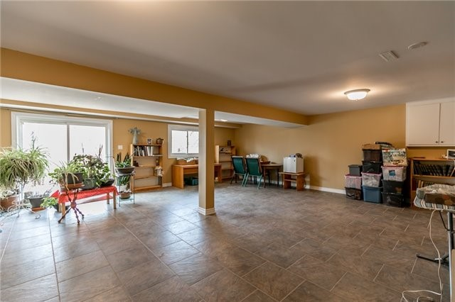 Detached at 52 Cynthia Cres, Richmond Hill, Ontario. Image 8