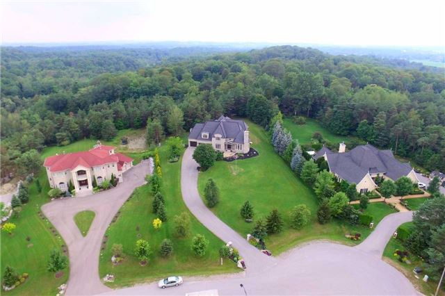 Detached at 19 Wolf Run Crt, Whitchurch-Stouffville, Ontario. Image 12