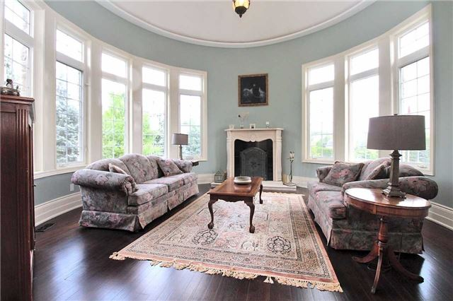 Detached at 19 Wolf Run Crt, Whitchurch-Stouffville, Ontario. Image 14