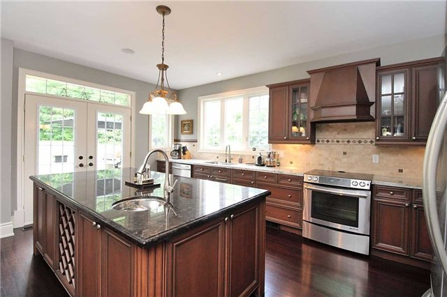Detached at 19 Wolf Run Crt, Whitchurch-Stouffville, Ontario. Image 16