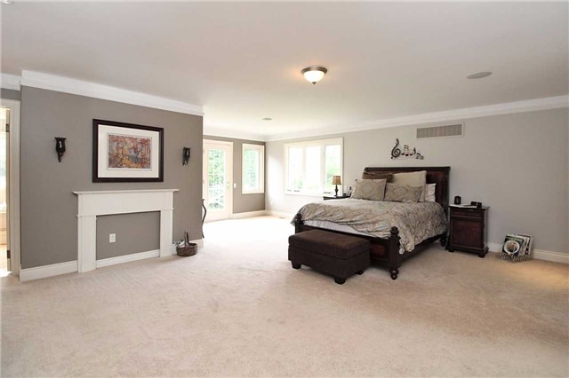 Detached at 19 Wolf Run Crt, Whitchurch-Stouffville, Ontario. Image 2