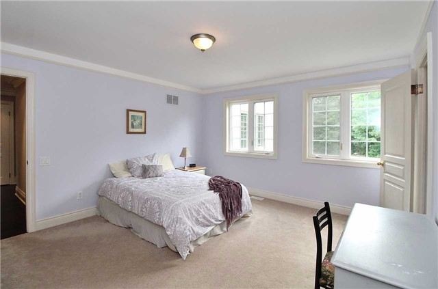 Detached at 19 Wolf Run Crt, Whitchurch-Stouffville, Ontario. Image 5