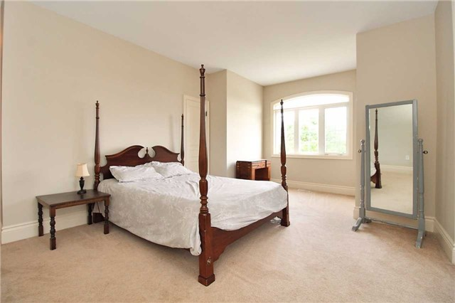 Detached at 19 Wolf Run Crt, Whitchurch-Stouffville, Ontario. Image 6