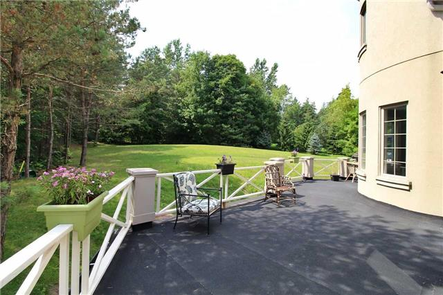 Detached at 19 Wolf Run Crt, Whitchurch-Stouffville, Ontario. Image 10