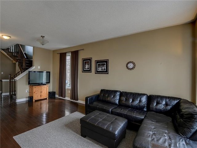 Semi-detached at 21 Firbank Lane, Whitchurch-Stouffville, Ontario. Image 7
