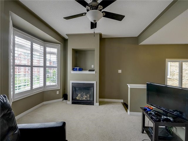 Semi-detached at 21 Firbank Lane, Whitchurch-Stouffville, Ontario. Image 4