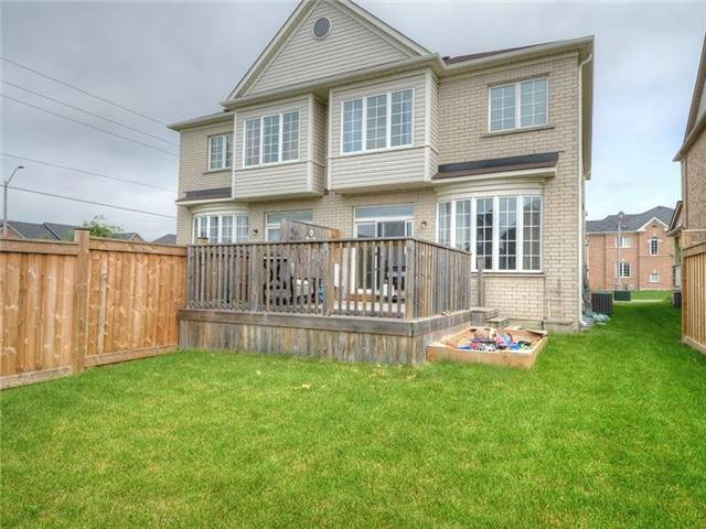 Semi-detached at 21 Firbank Lane, Whitchurch-Stouffville, Ontario. Image 6