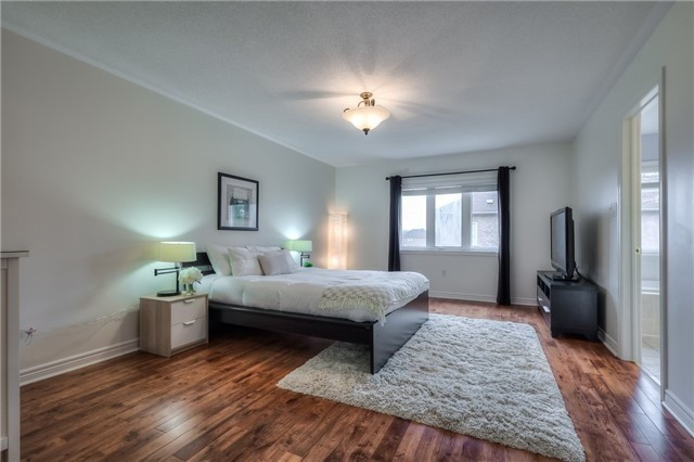 Townhouse at 8 Townwood Dr, Unit 76, Richmond Hill, Ontario. Image 2