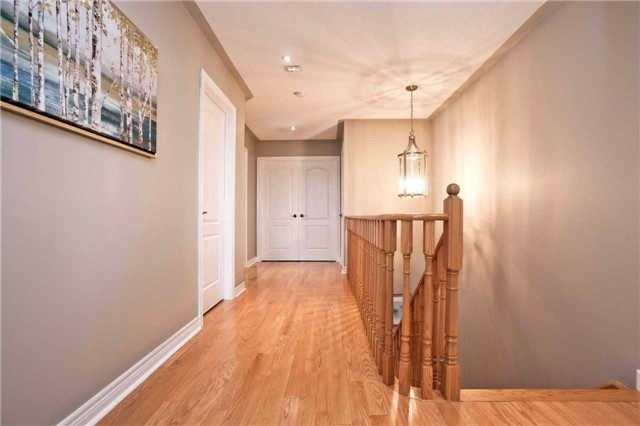 Detached at 75 Red Cardinal Tr, Richmond Hill, Ontario. Image 10