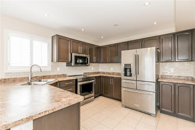 Detached at 25 Angela St, Bradford West Gwillimbury, Ontario. Image 11