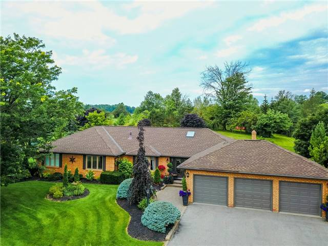 Detached at 34 Brownlee Dr, Bradford West Gwillimbury, Ontario. Image 1